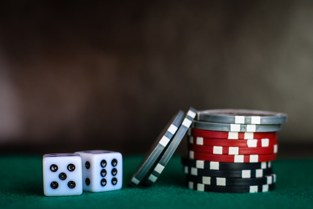 Which one to choose online casinos or land-based casinos?
